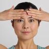 林先生が驚く初耳学 1日たった2分で目が大きくなる体操「おでこロック」のやり方・顔